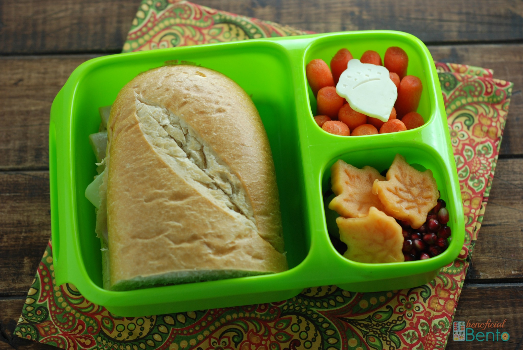 sandwich with leaves and acorns in a Goodbyn Hero lunchbox