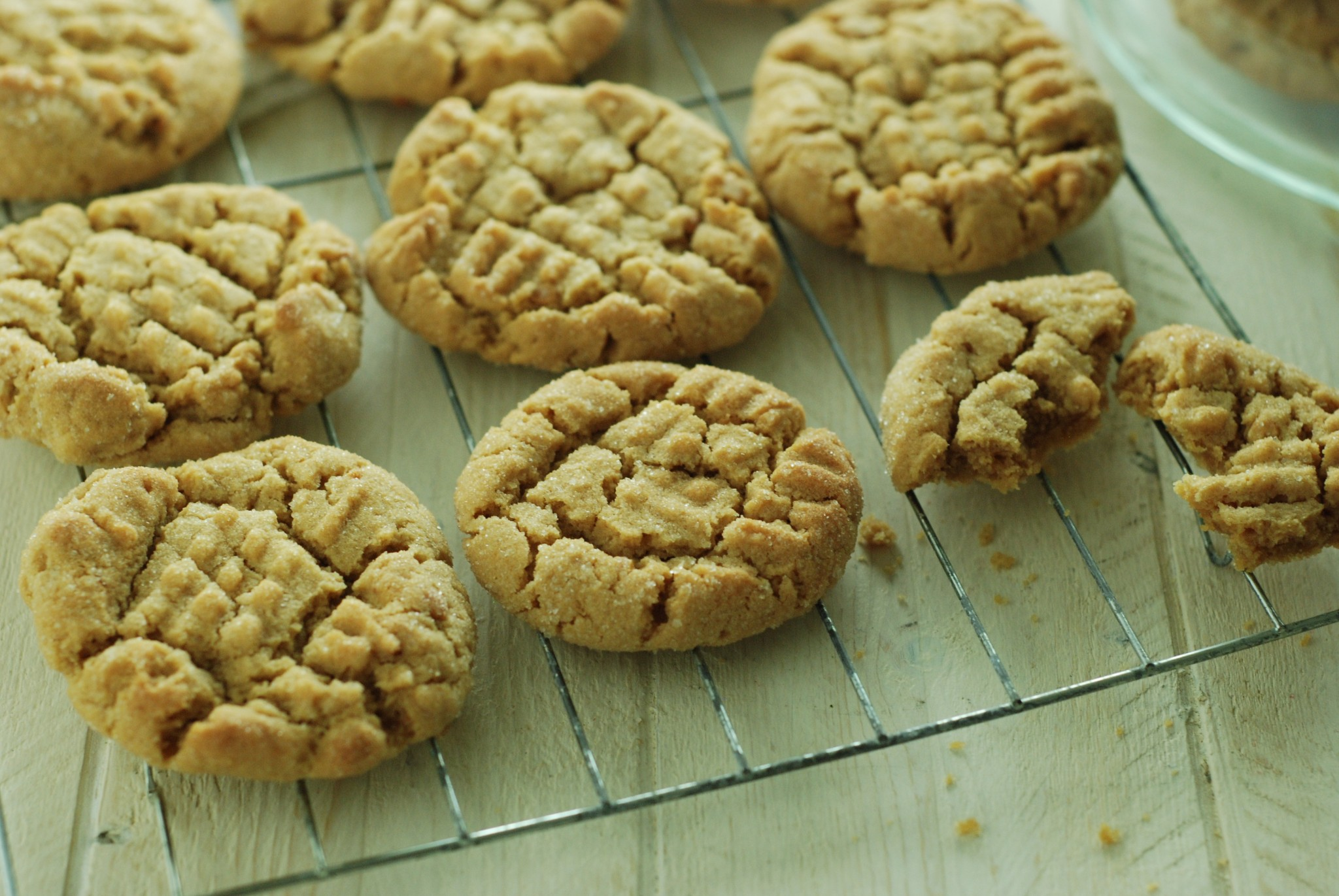 there's nothing quite like baking your own cookies, and this gluten free peanut butter cookie recipe can bring back all those warm and happy childhood memories of sitting in the kitchen dunking a warm cookie in to a glass of milk!