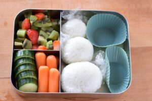 this is a picture of step 6 of the snowman rice ball bento. Read more at beneficial-bento.com