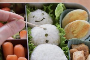 this is a picture of step 9 in the snowman rice ball bento tutorial. read more at beneficial-bento.com