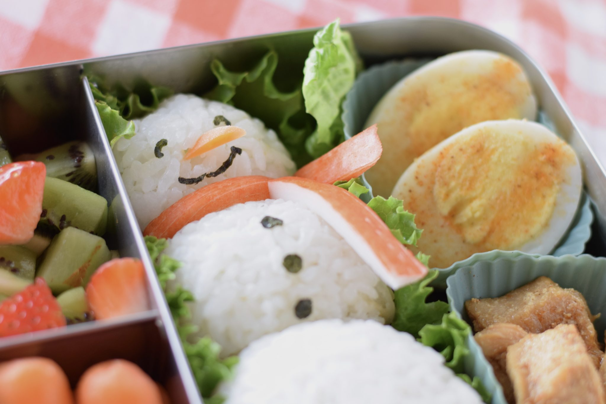 this is a picture of the finished snowman rice ball bento. Read more at beneficial-bento.com
